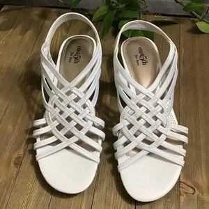 🆕💙 SALE! 3/$15 White lattice Low wedge 7M shoes